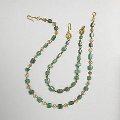 Ancient Roman Emerald and Gold Necklace Abt century. Trustees of the British Museum copyright Roman Jewelry, Old Jewelry, Antique Jewelry, Jewelry Making, Renaissance Jewelry, Medieval Jewelry, Ancient Jewelry, Jewelry Accessories, Jewelry Design