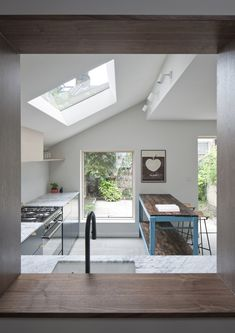 See How a Tiny Extension Turned This London Rowhouse Into a Dream Home See How Archer + Braun Gave This London Row House a Modern Makeover – Architectural Digest Architectural Digest, House Extension Design, House Design, Home Decor Kitchen, Kitchen And Bath, Ikea Kitchen, Kitchen Ideas, Kitchen Cabinets, Layout Design
