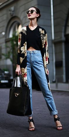 กางเกงยีนส์ทรง Mom Persunmall เสื้อครอป Zara เสื้อคลุมกิโมโน  Choies รองเท้า Bronx กระเป๋า Onna Ehrlich แว่นตากันแดด ZeroUV