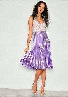 Com-pleat perfection! This Kati Lilac Skirt is what dreams are made of, in the unreal metallic colour and midi length, this skirt is going to have your inner sass queen feeling hella fine! This skirt is ready to transform your style. Blue Skirt Outfits, Pleated Skirt Outfit, Metallic Pleated Skirt, Satin Skirt, Silk Skirt, Satin Dresses, Silk Dress, Dress Skirt, Pleated Skirts