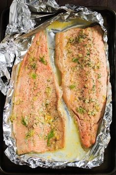 Ultra-easy Garlic Butter Rainbow Trout in Foil requires only 4 ingredients and is ready in less than 25 minutes. It's also low-carb and gluten-free! Salmon In Foil Recipes, Fish Recipes, Seafood Recipes, Cooking Recipes, Healthy Recipes, Noodle Recipes, Paleo Meals, Kitchen Recipes, Dining