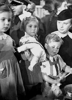 Murder in Hitler's Bunker: Who Really Poisoned the Goebbels Children?