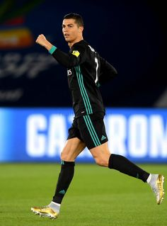 Another RECORD: Ronaldo is now top scorer of Club World Cup with 6 Goals....after scoring an equalizing golazoo against Al Jazira! #SemiFinal CWC 2017...FT: RM (2) vs Al Jazira(1)