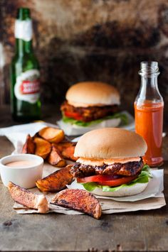 Looking for Fast & Easy Burger Recipes, Chicken Recipes, Main Dish Recipes! Recipechart has over free recipes for you to browse. Find more recipes like Nando's Portuguese Chicken Burgers. Burger Recipes, Copycat Recipes, Amazing Burger, Peri Peri Chicken, Piri Piri, Recipetin Eats, Cooking Recipes, Healthy Recipes, Portuguese Recipes