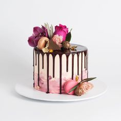 The Cake Ink portfolio contains photos of our past cakes and events. 21st Birthday Cakes, Gold Birthday Cake, Birthday Cake Decorating, Cake Decorating Tips, Amazing Cakes, Beautiful Cakes, Chocolate Drip Cake, Cake Pictures, Drip Cakes