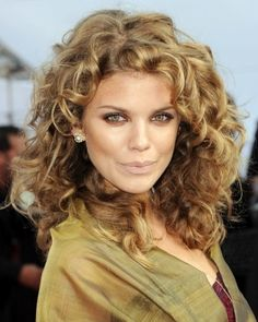 Easy Curly Hairstyle for Women