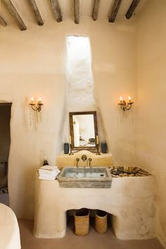 Adobe white bathroom Adriano Bacchella | Homes & HotelsAdriano Bacchella