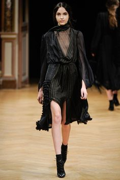 Sharon Wauchob | Fall 2014 Ready-to-Wear Collection | Style.com