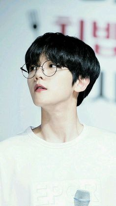 Find images and videos about kpop, exo and baekhyun on We Heart It - the app to get lost in what you love. Baekhyun Chanyeol, Sehun Oh, Park Chanyeol, Chanbaek, Exo Ot12, Saranghae, 2ne1, K Pop, Oppa Ya