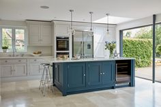 This blue shaker style kitchen is the perfect space for family entertaining. Blue Shaker Kitchen, Shaker Style Kitchens, New Kitchen, Kitchen Black, Grey Kitchens, Kitchen Island, Kitchen Cabinets, Bespoke Kitchens, Kitchen Sinks