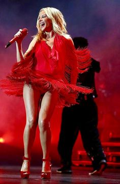 Kylie Minogue is a sexy lady in red at the Singapore Formula One Grand Prix Kylie Minogue, Dannii Minogue, Singapore Grand Prix, Singapore Singapore, Melbourne, Star Wars, Sexy Legs, Lady In Red, Blond
