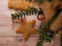 I love making edible Christmas ornaments! I've already made one set this year, but I couldn't stop there, so I made these gingerbread cookie ornaments, too. Watch the video below for instructions on how to make these edible ornaments and then scroll