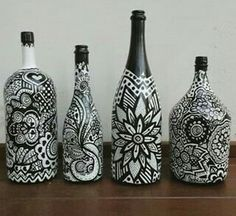 9 Easy And Cheap Ideas: Vases Plant Aquarium flower vases tin cans. Old Wine Bottles, Wine Bottle Art, Diy Bottle, Painted Glass Bottles, Glass Bottle Crafts, Pot Mason, Jar Art, Altered Bottles, Bottle Painting
