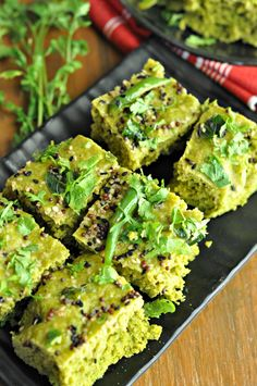 Palak Dhokla : Steamed Spinach Lentil Cakes - The flavoursome combination of palak and the dhokla is such a delight to bite into, the addition of crunchy tadka taking it to another level altogether! Steam Recipes, Veg Recipes, Indian Food Recipes, Vegetarian Recipes, Cooking Recipes, Healthy Recipes, Gujarati Recipes, Recipies, Spinach Indian Recipes
