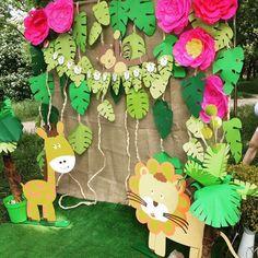 Ideas baby shower ideas safari decoration jungle theme for 2019 Safari Party, Jungle Theme Parties, Jungle Theme Birthday, Jungle Party, Safari Theme, Animal Birthday, Jungle Safari, Party Animals, Animal Party