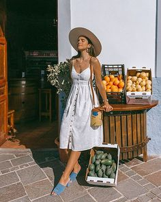4 Beach Outfit Trends You Don't Want To Miss This Summer Ready for your summer vacation? Your beach outfits should be as well! Because all girls know that wearing stylish summer clothes are a priority we can't leave for the last minute. Style Outfits, Cute Outfits, Fashion Outfits, Womens Fashion, Beach Outfits, 90s Fashion, Dress Fashion, Fashion Clothes, Fashion News