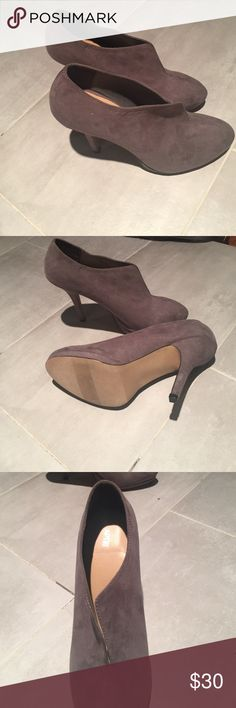 Apt 9 high heel boot 9.5 women's gray high heel boot.  Only wore 1 time. Apt. 9 Shoes Ankle Boots & Booties