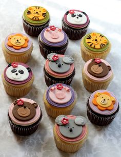 Cupcakes versieren fondant dieren 31 ideas for 2019 Fondant Cupcakes, Kid Cupcakes, Animal Cupcakes, Custom Cupcakes, Fondant Toppers, Yummy Cupcakes, Cupcake Cookies, Cupcakes Design, Cupcake Recipes From Scratch