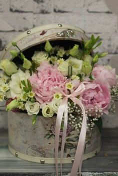 Flower box with peonies, gypsophila , eustoma by Wizaż Spring Flower Arrangements, Beautiful Flower Arrangements, Love Flowers, Spring Flowers, Floral Arrangements, Beautiful Flowers, Deco Floral, Arte Floral, Floral Design