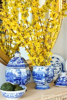 beautiful grouping of blue and white Chinese ginger jars and bowls. Love the oval mirror! Blue And White China, Blue China, Mellow Yellow, Blue Yellow, Boy Blue, Chinoiserie, Home Modern, Interior Modern, Yellow Cottage