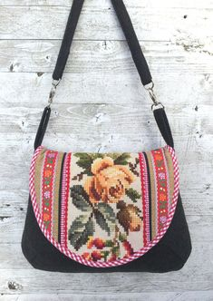 Crossover bag with flowers by dutchsisters