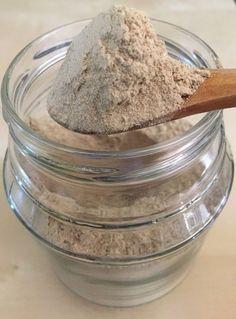 Pour contrer les effets un peu desséchants du henné sur les cheveux, il faut penser à beaucoup les hydrater en ajoutant un ou plusieurs de ces ingrédients à votre mixture : miel ( ou les sirops de sucre ), aloe vera, yaourt, lait végétaux, glycérine végétale,...