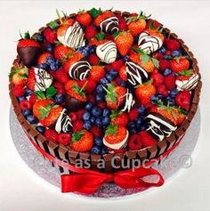 Very Berry Delight Cake #strawberries #blueberries #raspberries #fruit #berries #chocolate #kitkat #chocolatecoveredstrawberries #whitechocolate #milkchocolate #redribbon #ribbon #cake #cakeart #delicious #healthy #healthydessert