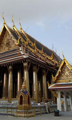 ワット・シーラッタナーサーサダーラーム  Wat Phra Kaew Temple of the Emerald Buddha