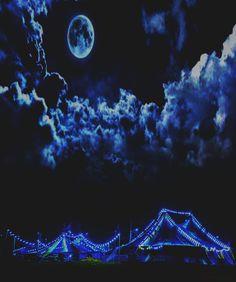 Circus moon. Photo:@xxorrtizz #moon #photo #love #night #foto #photoshop #ovrtime #noche #insta #instagram #bogota #bogotaphotography…
