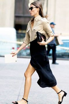 Outfits * Le Fashion: This Chic Street Style Look Is Perfect for the Office - Outfit Invernali Black Skirt Outfits, Midi Skirt Outfit, Black Midi Skirt, Navy Skirt, Blue Outfits, Midi Skirts, Long Skirts, Pencil Skirts, Summer Skirts
