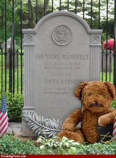 Grave of President Teddy Roosevelt and Edith Kermit / (not sure if this is a fact, but I like to believe it is. Cemetery Monuments, Cemetery Statues, Cemetery Headstones, Old Cemeteries, Cemetery Art, Graveyards, Famous Tombstones, Teddy Bear Pictures, Famous Graves