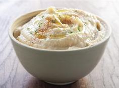 A classic and healthy Homemade Hummus recipe! With just a few simple ingredients, it's easy to make a smooth hummus from scratch. Healthy Fridge, Homemade Hummus, Organic Homemade, Cooking Recipes, Healthy Recipes, Healthy Foods, Healthy Hummus, Dip Recipes, Low Calorie Snacks