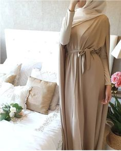 Kaftan dresses in neutrals Hijab Fashion Summer, Modern Hijab Fashion, Arab Fashion, Muslim Fashion, Eid Outfits, Stylish Outfits, Western Outfits Women, Hijab Style Tutorial, Hijab Evening Dress