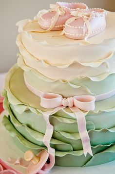 What a stunning cake!!  produced by www.filigreecakes.com. photo: Shannon Bullock Photography