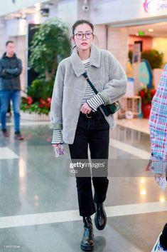 Fashion model Liu Wen is seen at Beijing Capital International. Japan Fashion, Ootd Fashion, Star Fashion, Fashion Models, Womens Fashion, Mode Outfits, Fall Outfits, Liu Wen, Mode Inspiration