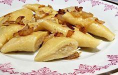 Recept na Kraple se zelím. Starý recept na moučné tojúhelníčky (kraple) plněné podušeným kysaným zelím. Kraple se dělaly i z bramborového těsta. Kromě vaření v osolené vodě se také pekly v troubě na plechu. Připravovaly se i na sladko. Ravioli, Potato Salad, Cooking Recipes, Potatoes, Chicken, Meat, Vegetables, Ethnic Recipes, Food