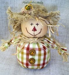 Small scarecrow for tabletop Autumn Crafts, Thanksgiving Crafts, Holiday Crafts, Sock Crafts, Sewing Crafts, Sewing Projects, Fall Halloween, Halloween Crafts, Scarecrow Crafts