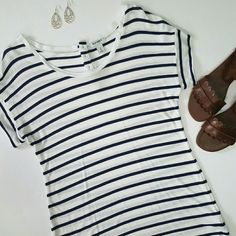 Navy stripe top with button detail Navy/white stripes are a summer staple! So cute paired with many different colors. Excellent condition. No stains or piling. Old Navy Tops