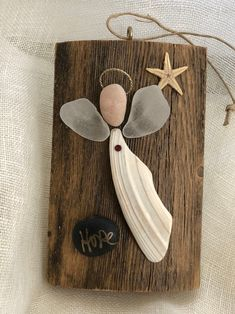 Angel is on a piece of driftwood that has been sealed. The-Angel est sur un morceau de bois flotté qui a été scellé. Le bois mesure 2 x 3 pouces … Angel is on a piece of driftwood that has been sealed. The wood measures 2 x 3 inches … - Sea Glass Crafts, Sea Glass Art, Sea Glass Jewelry, Seashell Art, Seashell Crafts, Beach Crafts, Rock Crafts, Fun Crafts, Arts And Crafts