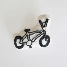 BICYCLE ブローチ yummy ハンドメイド通販・販売のCreema