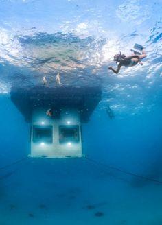 froot-onderwater-slaapkamer-middenin-de-oceaan-pemba-island-2013-11-18 om 12.04.31sleeping under water