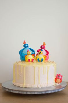 Twirlywoos kids babies first birthday party cake drip Girls 1st Birthday Cake, Birthday Ideas, Twirlywoos Cake, Birthday Chocolates, Baby Girl Cakes, Just Cakes, Novelty Cakes, Tobias, Themed Cakes