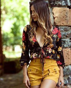 look con blusas estampadas, blusas estampadas con flores, blusas estampadas elegantes, blusas estampadas juveniles, blusas estampadas 2019, blusas estampadas de moda, blusas estampadas para señoras, blusas floreadas, outfits con blusas estampadas, diseños de blusas estampadas, como combinar blusas estampadas, blusas de moda, como combinar blusas de flores, imagenes de blusas estampadas, imagenes de blusas de moda #blusasdemoda #blusasestampadas  #lookconblusas #outfitsconblusas… Classy Work Outfits, Cute Summer Outfits, Cute Casual Outfits, New Outfits, Chic Outfits, Casual Dresses, Fashion Outfits, 80s Fashion, Star Fashion