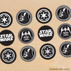 Free printable Star Wars cupcake toppers for your upcoming party. 5 different Darth Vader cupcake toppers. Lego Star Wars, Schultüte Star Wars, Theme Star Wars, Star Wars Gifts, Star Wars Cupcake Toppers, Star Wars Cupcakes, Star Wars Cake, Cupcake Wrappers, Star Wars Party