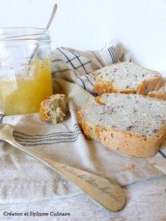 Je me suis régalée aujourd'hui avec ce pain sans gluten aux graines de lin : une mie moelleuse et plutôt aérée, une croûte croustillante, que demander de plus?