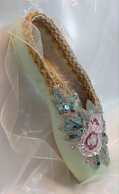 Pink/green pointe shoe embellished w/ a pink sequined appliqué in 2 shades of dusty rose/a few rose Swarovski crystals sprinkled around the appliqué. Inner canvas: white, painted w/ tiny gold sparkles. Pretty Ballerina Shoes, Pretty Ballerinas, Little Ballerina, Pointe Shoes, Toe Shoes, Ballet Shoes, Ballet Dancers, Ballet Crafts, Shoe Crafts