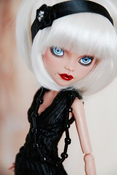 Blond by TheSkullette http://www.ebay.com/itm/Custom-Monster-High-Cleo-de-Nile-Flapper-OOAK-Repaint-/201358907184