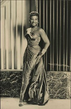 Stage Name: Celia Cruz Real Name: Ursula Hilaria Celia Caridad Cruz Alfonso Date of Birth: Oct. 1925 Place of Birth: Santo Suarez, Cuba Vintage Black Glamour, Vintage Beauty, Vintage Cuba, Retro Vintage, Vintage Photographs, Vintage Photos, Cuban Culture, Afro Cuban, Havana Cuba