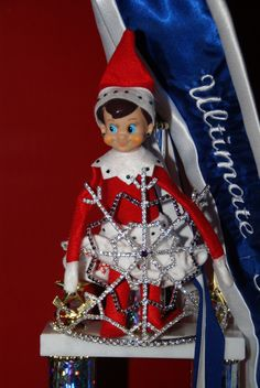 The Elf on the Shelf : Doe chillin in the crown