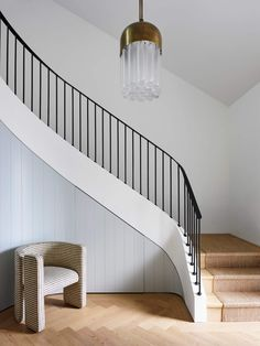 16 Unique Modern Staircase Design Ideas For Your Dream House Curved Staircase, Modern Staircase, Stair Railing, Staircase Design, Spiral Staircases, Stair Idea, External Staircase, Stair Lift, Railing Ideas